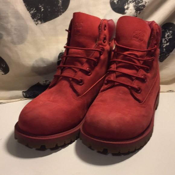 Women s limited edition RED timberlands. M 5b652a00df0307abd5d32c2b bb36b6fe4